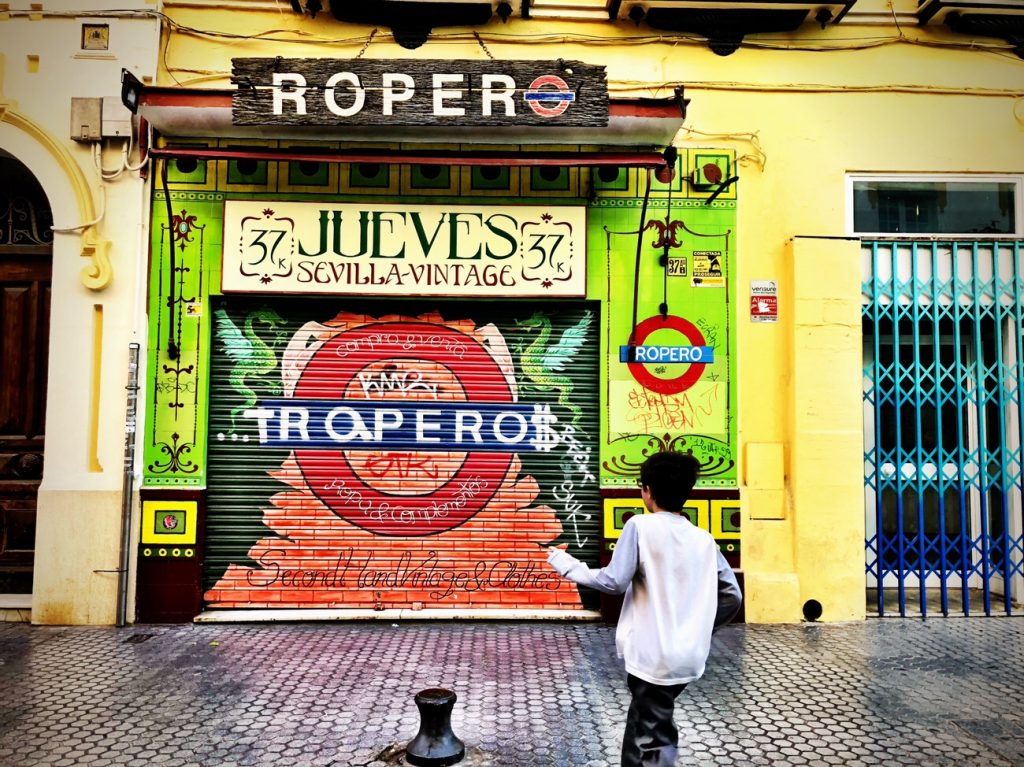 streets in Seville are filled with colors. The artists amongst you will kvell.